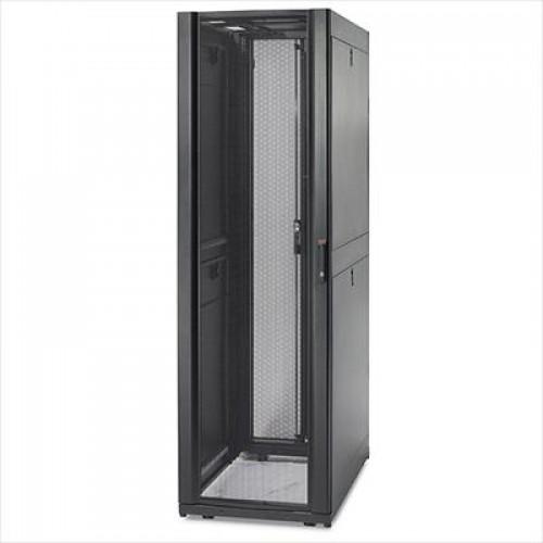 AR3100 Шкаф APC NetShelter SX 42U, ширина 600 мм, глубина 1070 мм, черные боковые панели
